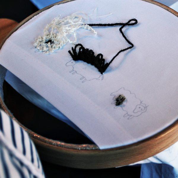 Moutons au pâturage - Broderie en relief pour débutants / Grazing Sheep - Surface Embroidery for beginners